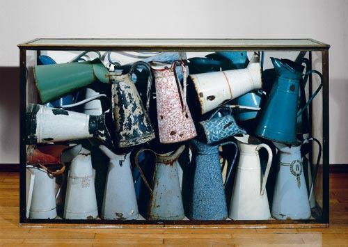 Arman, Accumulation des brocs, 1961, enamel jugs in Perspex case, 83 x 142 x 42 cm, Ludwig Donation 1976