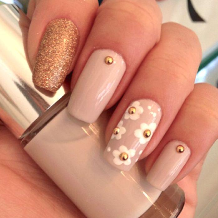 nude gold daisy flower nail polish