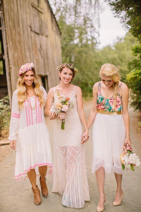 Vestidos de novia hippie-chic para el gran día para invitadas y novia