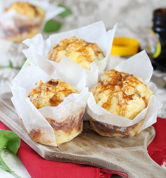 Vrouekeur | Cheese and Marmite muffins