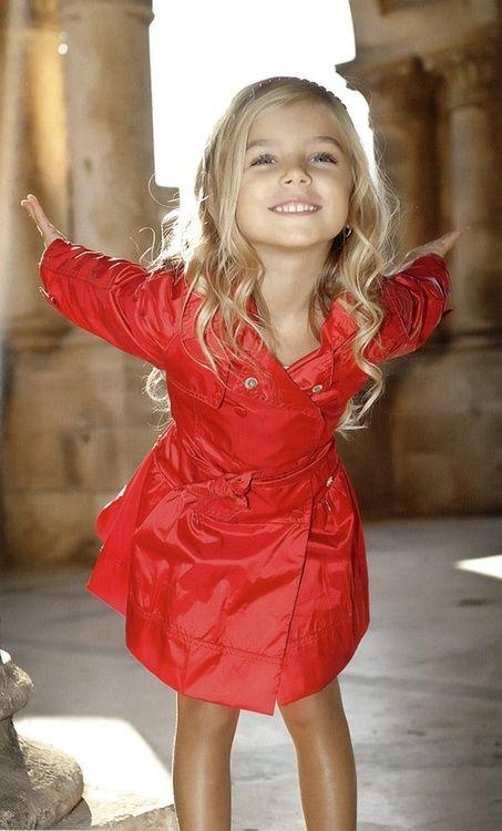 Such a cute little girls raincoat!
