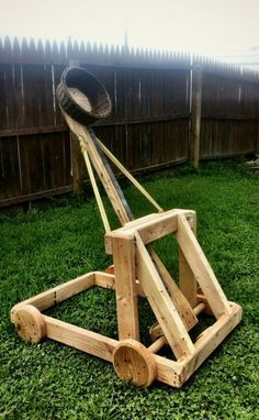 waterbaloon catapult——ok its a lilt big, but how fun would that be!