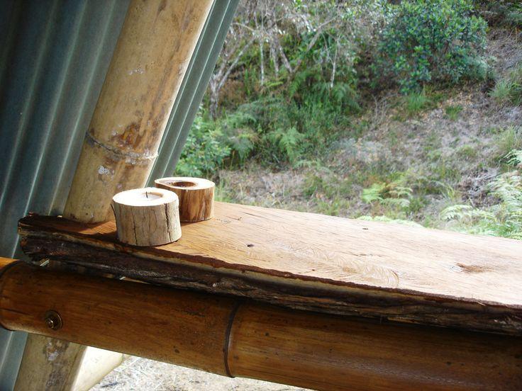 La barra rústica de uno de los techos de glamping con dos VelasqueValen