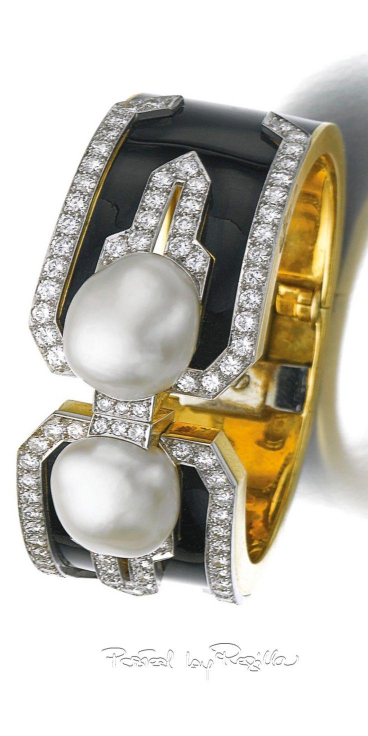 Regilla ⚜ Cultured pearl, enamel and diamond cuff, David Webb