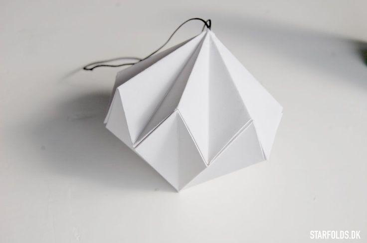 DIY Papirdiamant foldet i hvidt papir - Starfolds.dk