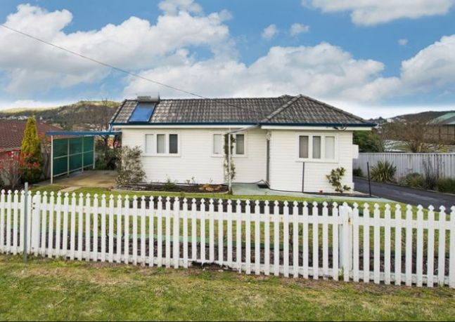 Boasting 2 bedrooms and a huge lawn and garden, this property is the epitome of old school with a homey feel.