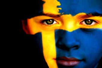 In controtendenza col resto d'Europa, la Svezia allenta la stretta sui ricongiungimenti familiari. In base a quanto previsto dall'Alta Corte di Stoccolma, i cittadini provenienti da nazioni in guerra o o vittime di gravi conflitti potranno, infatti, ottenere di riunificarsi ai propri cari sottoponendosi a un semplice test del DNA che certifichi la relazione di parentela con un immigrato già residente nel paese. Una novità assoluta che cancella l'assurdo in base al quale fino a oggi era…