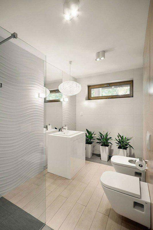 TAK! ładna tarakota drewno-podobna, ciekawe oświetlenie (punktowe, dekoracyjny żyrandol); praktyczne rozstawienie elementów łazenki, wydzielona kolorystycznie strefa prysznica, ładna glazura 3D