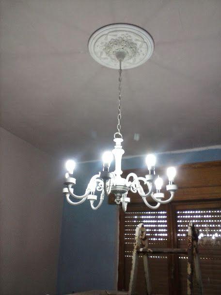 Il mio bel lampadario completo con il rosone al soffitto *.* mi piace