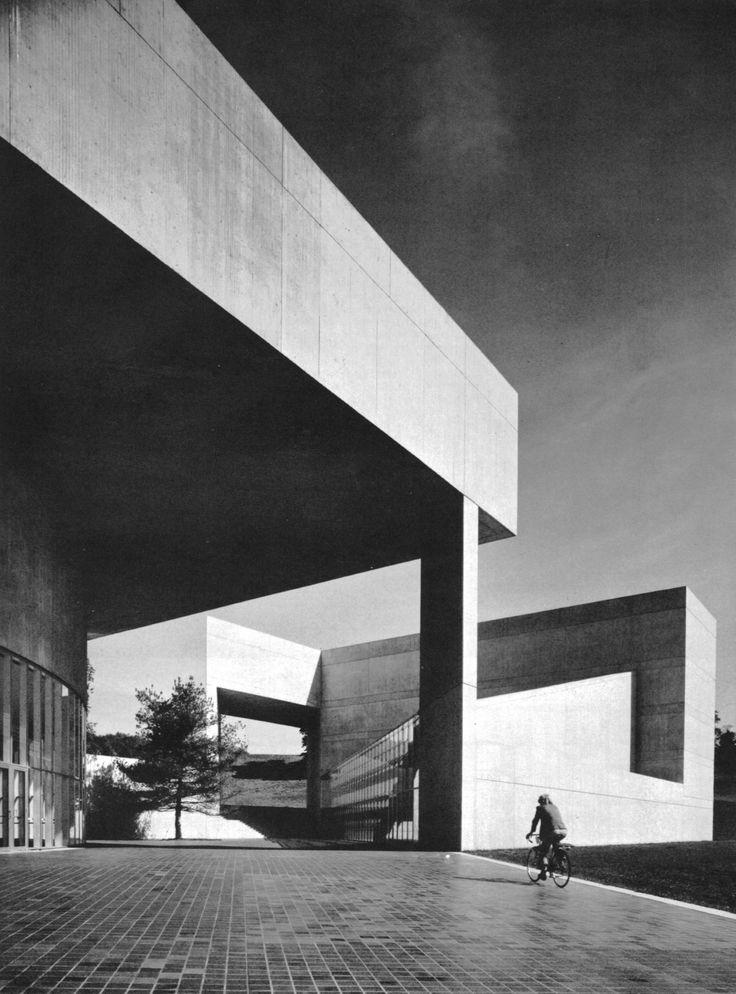 Paul Mellon Arts Center, Choate Rosemary School, Wallingford, Connecticut, 1968-72 by I.M. Pei & Associates