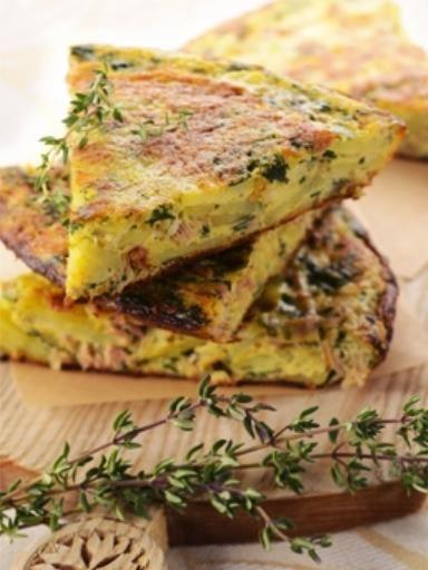 poivre, ciboulette, oeuf, pomme de terre, oignon, huile d'olive, ail, persil, sel, thon, basilic