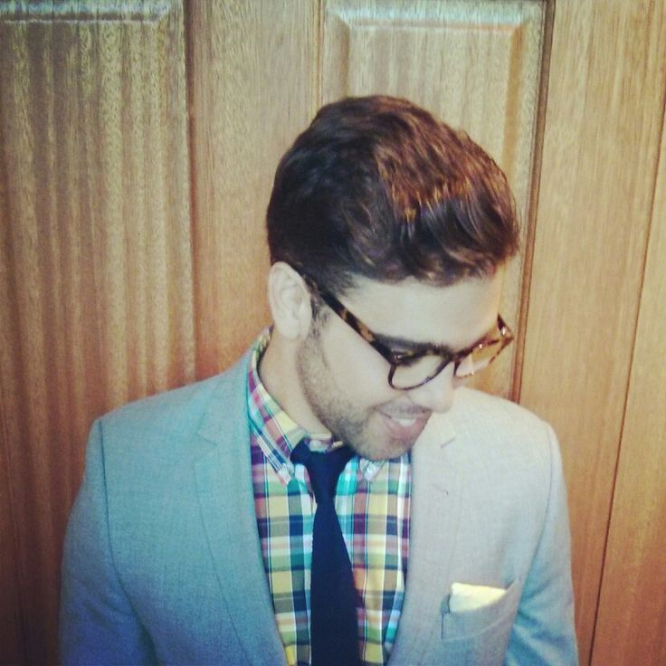 Blue knitted tie, checkered shirt, yellow pocket square, grey jacket and steel blue levis 510.