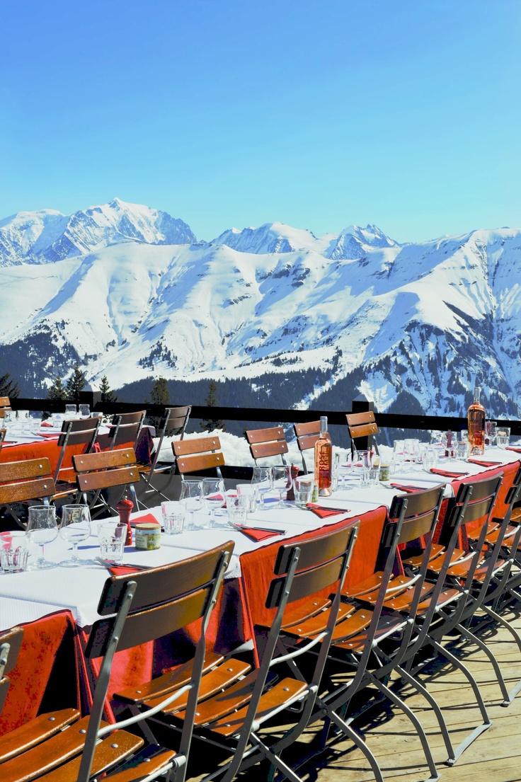 L'Alpette Alt.1895, Megève // Une halte au sommet pour la pause déjeuner - A gourmet lunch break facing the Mont- Blanc (crédit photo : L. Design) http://en.alpette-megeve.com/