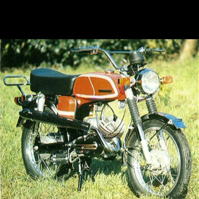 Casal SS4 moped. My mate bought one back in the 70s. It was less reliable than a Garelli...pure comedy.