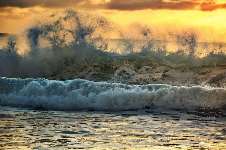 "Shorebreak - From ""Conquerors of Waves"" album Из альбома ""Покорители волн"" Гавайи, остров Оаху, 2016 Hawaii, Oahu island Photographer - Will Falcon © Виталий Сокол Waves for print: http://www.shutterstock.com/sets/120403-waves.html  Приятных мыслей в процессе созерцания!  #water #oсean #hawaii #willfalcon #pipeline #hipipeline #oahu"