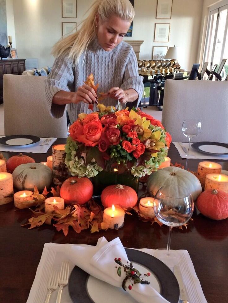 Thanksgiving with Yolanda Hadid.. dress with candles, flowers with of course, baby pumpkins..