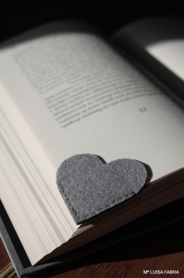 Boekenlegger in de vorm van een hartje..Idee voor m'n zusje Nienke ;)