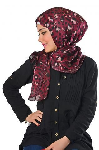 Beautiful #shawl professionally printed with tiger pattern, goes with jeans and other casual styles.  #hiajbstyle #shawl #hijabfashion #hijabers