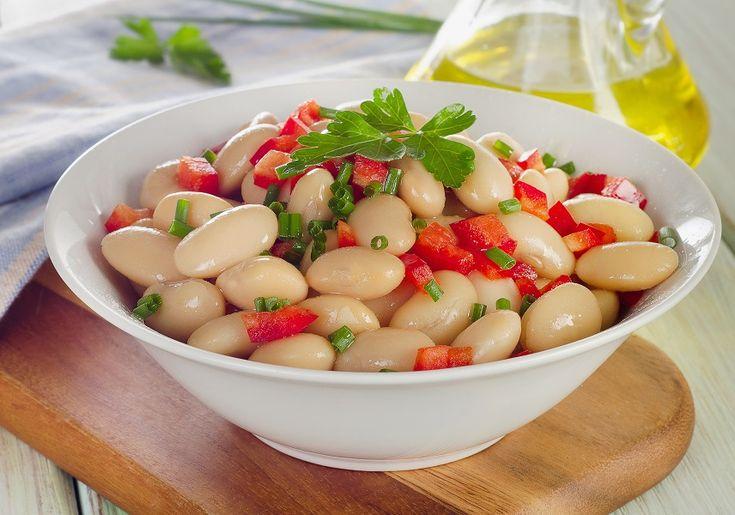 Οι σαλάτες με φασόλια είναι μια πολύ θρεπτική και νόστιμη επιλογή, όπως αυτή η τέλεια σαλάτα με καταγωγή από το Περού. Συνήθως σερβίρει ceviche, εσείς όμως μπορείτε να τη βάλετε δίπλα σε όποιο πιάτο με ψάρι σας αρέσει. #σαλάτα #οσπριοσαλάτα