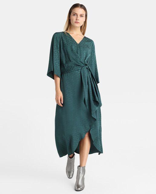 62672d2b142 Vestido midi en color turquesa con jacquard a tono. Tiene manga francesa
