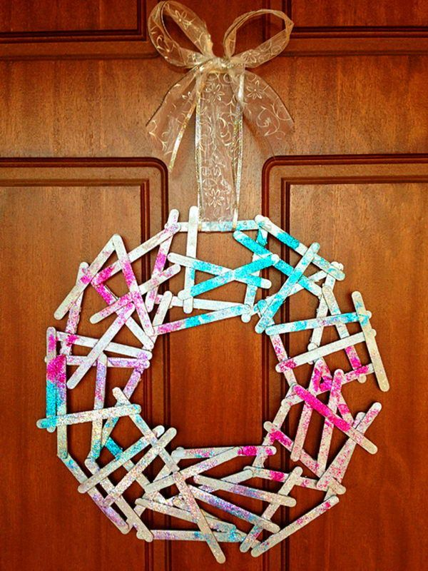 Christmas Wreath - Homemade Popsicle Stick Crafts, http://hative.com/homemade-popsicle-stick-crafts/,