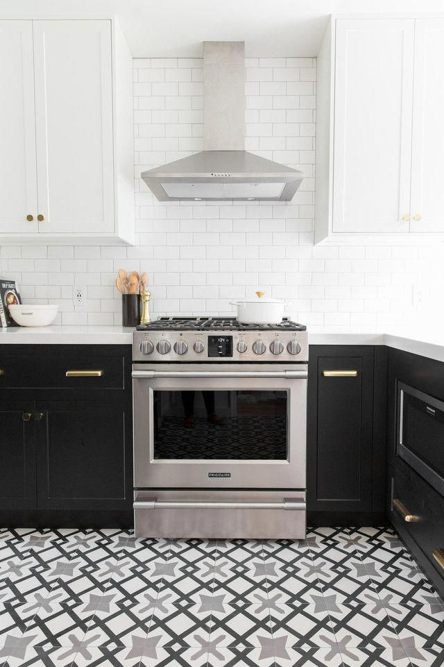 Can You Spot The Ikea Hack In This Kitchen Makeover Cocinasminimalistas Two Tone Kitchen Cabinets Kitchen Remodel Black Kitchens
