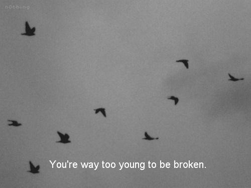 """""""Tu as la vie devant toi.. Pleins de choses à découvrir.. Tu es trop jeune pour te donner la mort..""""  Lâchez moi ✖️"""