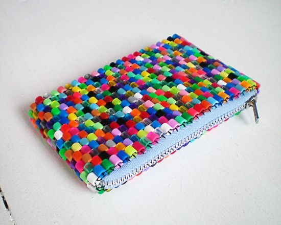 Perler Bead Bag. I think I still have some of these beads in the garage from when the kids were younger. (Weaving directions here - http://lydiapurpleseller.blogspot.se/2012/04/beaded-bracelets.html)