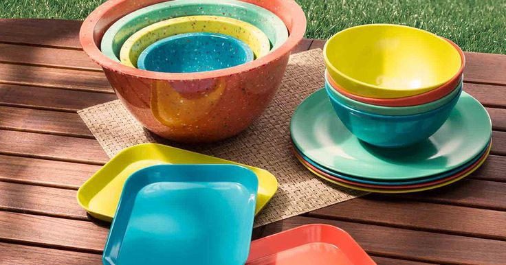 This tropical color palette features trend-forward hues with the feel of entertaining and outdoor living. The collection has serving trays, soup bowls, and more.
