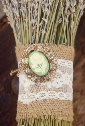 burlap and lace: Renewals Ideas, Ideas Wedding, Lace Bags, Wedding Ideas, Faux Flowers, Burlap Wedding Decor, Events Ideas, Flowers Ideas, Beads Ideas