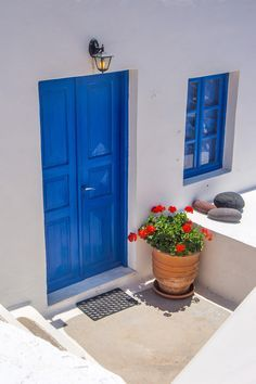 blue front door/smooth grey stucco color combo for house