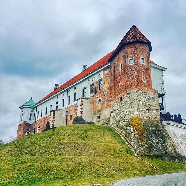 The Sandomierz Royal Castle  The original building was blown up in 1656 leaving only the west wing standing which was later transformed into a Renaissance styled residence with the west wing preserved as a museum  #getlost #travel #postcardsfromtheworld #worldshotz #castlesofinstagram #createexplore #exploretocreate #discoverearth #travelphoto #travelworld #keepexploring #globe_travel #theglobewanderer #roamtheplanet #letsgosomewhere #exploretheglobe #instapassport #instatraveling #igtravel…