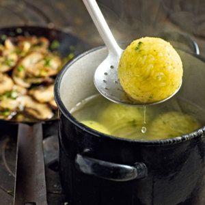Kartoffel-Majoran-Knödel mit Champignons