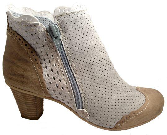 Italian shoes for women: booties with heel