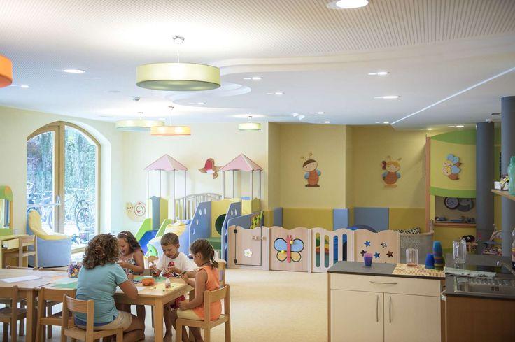Hier spielen Kinder in sicherer und schöner Umgebung. Alle Details zum Familienhotel Huber findet ihr auf: http://kinderhotel.info/kinderhotel/familienhotel-huber