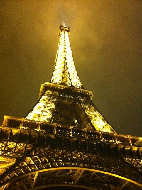 The Eiffel tower while its lit up (Feb 2012) No filter needed