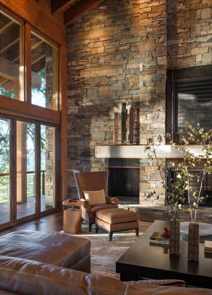 joli salon d'esprit loft avec mur en fausse pierre et mur en grandes fenetres