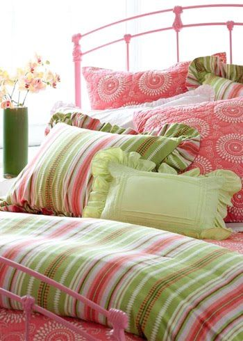 Pink and green colours go so well together. The colours design, textures and patterns in this bedroom look fabulous. JH