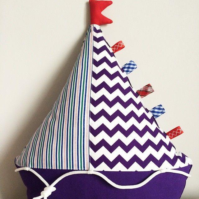 Подушка- кораблик для интерьера детской комнаты ( для девочки). Выполнена на заказ.