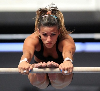 I don't know why, but I really like this picture of Jade Barbosa.