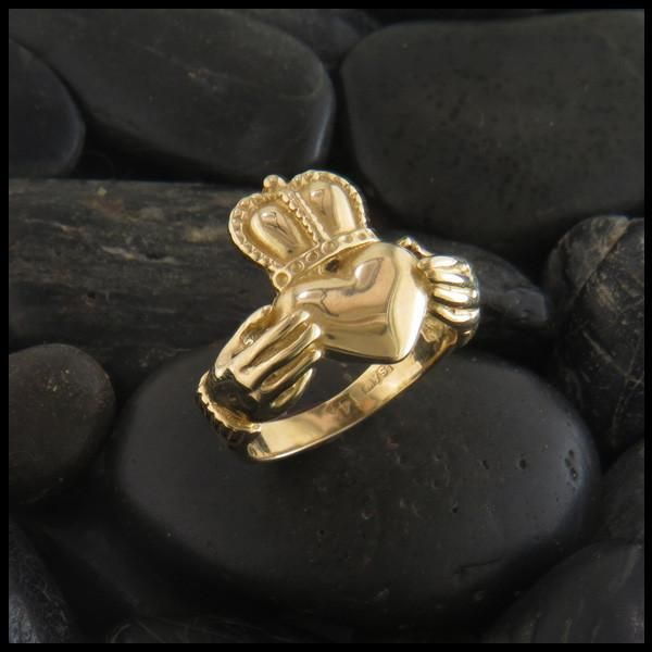 Detailed Gold Claddagh Ring