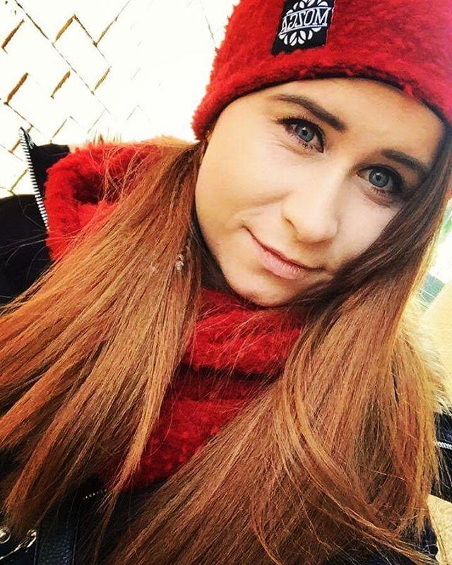 Soczysto-czerwony komplet. #red#cap#czerwonaczapka#czapka#komin#jesień#zima#fashion#Winter#gift#pomyslnaprezent#polishgirl#mozga#