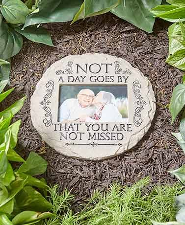 This Memorial Garden Photo Stone is a thoughtful way to keep loved ones near and dear. It features a heartfelt sentiment with scroll or paw print detailing.&nbs