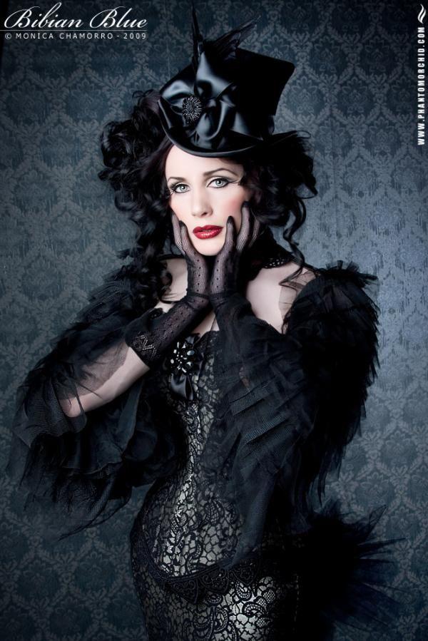 Model:Morrigan Hel, Photographer:Phantom Orchid, MUA by Marzy,
