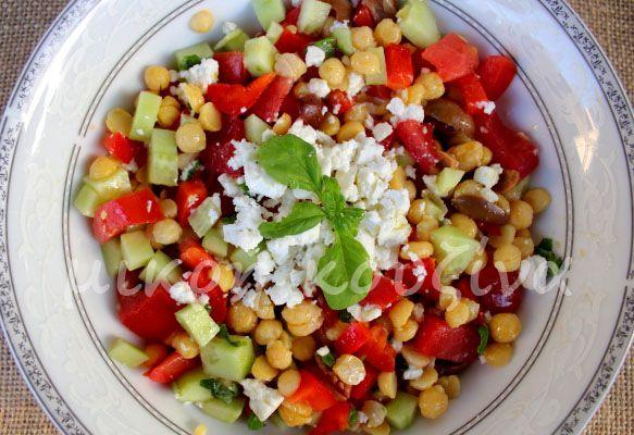 μικρή κουζίνα: Μεσογειακή σαλάτα με ρεβίθια
