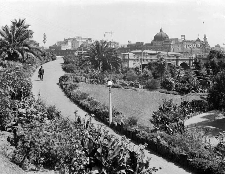 Alexandra Gardens in Melbourne,Victoria in 1900.