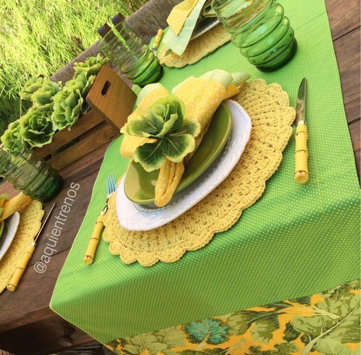 Mesa verde e amarela
