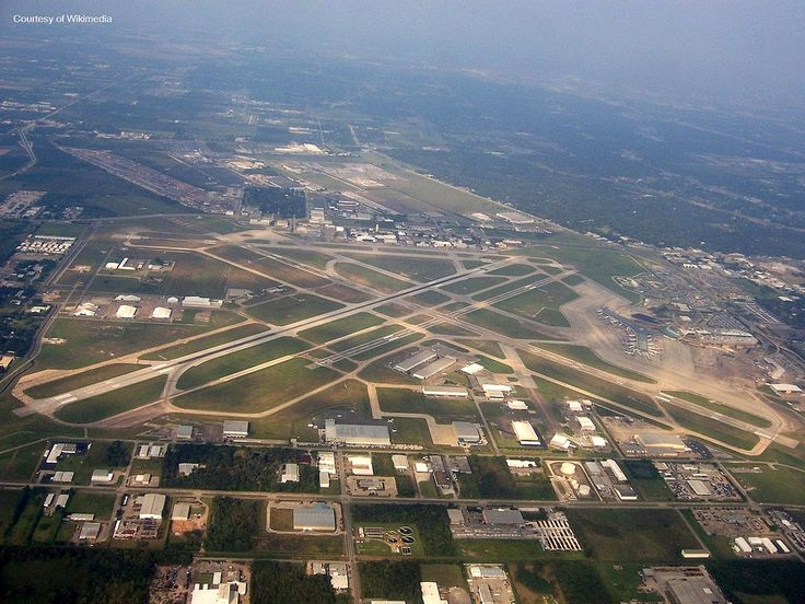 https://flic.kr/p/fUoATv | Hobby Airport - Aerial View | William P Hobby Airport in Houston Texas.  Photo courtesy of Wikimedia. Original work of AuburnPilot.