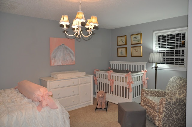 Cantinho do Bebê no quarto dos Pais - Inspirações: Baby Cate, Grey Wall, Apartment Ideas, Bedrooms Design Grey Pink, Apartment Bedrooms, Gray Wall, Nurseries Ideas, Grey And Peaches Bedrooms, Kids Design