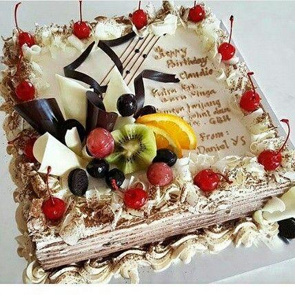 Fresh fruit for birthday cakes